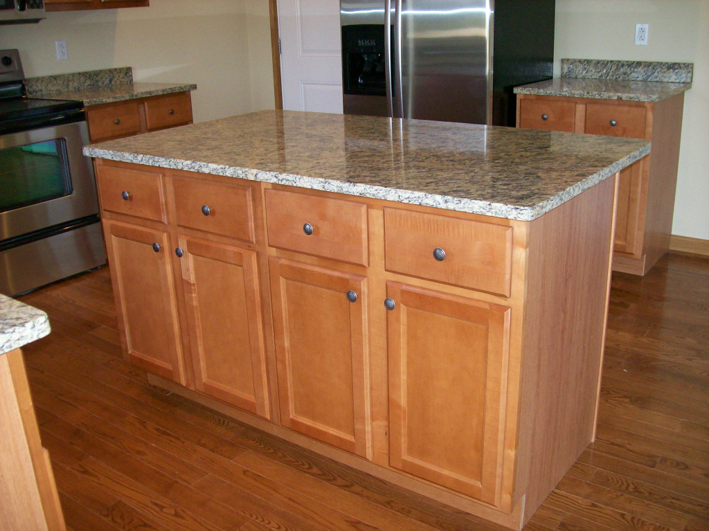 Kitchen Project Photo Gallery, Natural Maple Cabinets With White Quartz Countertops